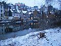 Weisses Winter-Schwanenbild mit Reflektionen der Unterstadt und Licht im Regierungsgebäude der Oberstadt Marburg 2017-01-10.jpg