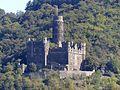 Wellmich – Burg Maus über der Kirche St. Martin - panoramio.jpg