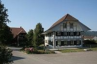 Wengi Dorfplatz Gemeindehaus.jpg