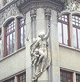 Wrocław, figura Victorii z amorkiem na kamienicy G. Hartera.JPG