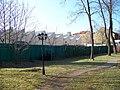 Zahrada Grabovy vily, pohled k sousedící továrně.jpg