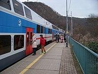 Zastávka Roztoky-Žalov, vlak (01).jpg
