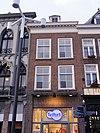 foto van Huis met lijstgevel met dakkapel en kroonlijst op klossen