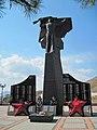 Братська могила радянських воїнів (смт Орджонікідзе, Крим).jpg