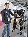 Юный изобретатель Леонид Питык помогает инвалидам ходить.JPG