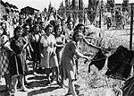 אוניית המעפילים חביבה רייק - מעפילות במחנה המעצר עתלית.jpg