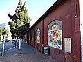 חומת היקב בראשון לציון מעוטרת בתמונות הפסיפס.jpg