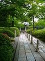 広隆寺 霊宝殿への道 - panoramio.jpg