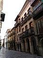 034 Calle de la Ferrería (Avilés), des de la Plaza de España.jpg
