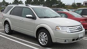 08 Ford Taurus X Limited.jpg