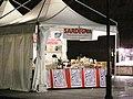 0 Piazza Savonarola, Ferrara - Bancarella con prodotti della Sardegna.jpg