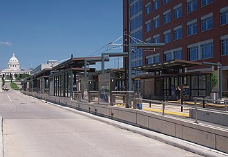 10th Street station (Metro Transit) - 10th Street Station looking toward the Minnesota State Capitol