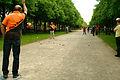 15. Boulefestival im Georgengarten 19. Mai 2012 Grand Prix Hannover Triplette Wurf in der Herrenhäuser Allee.jpg