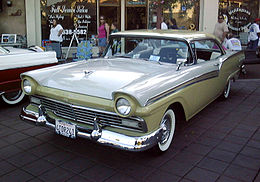 Una Ford Fairlane 500 Club Victoria del 1957