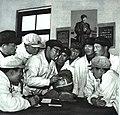 1968-08 1968年 113师卫生科在张秋菊手术前做病理分析.jpg