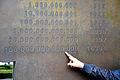 2014-08-27 Dipl.-Ing. Helmut Konietzny am Leibniz-Denkmal in Hannover, (06).JPG