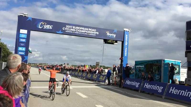 Fil:2017 European Road Championships – Women's road race, finishline.ogv