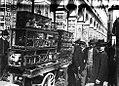 22 avril 1900 - Arcades de la place du Capitole, des marchands d'oiseaux le 22 avril 1900.jpg
