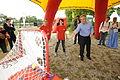 27.06.2009 Werner Faymann auf dem Wiener Donauinselfest (3670564825).jpg
