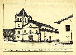A Antiga Igreja do Colégio E, ao Lado Direito, a Casa da Ópera