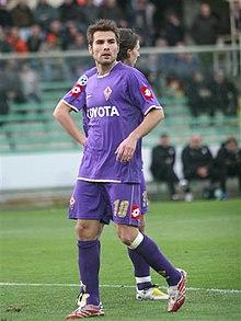 Adrian Mutu nella stagione 2007-2008 con la maglia della Fiorentina
