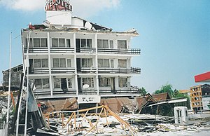 1999 Düzce earthquake - Image: After Earthquake Düzce Çoban Restoran panoramio