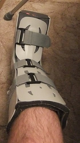 Walking boot - Wikipedia
