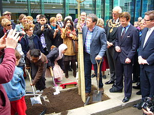 Alan Titchmarsh - Image: Alan Titchmarsh plants tree on Bolsover Street