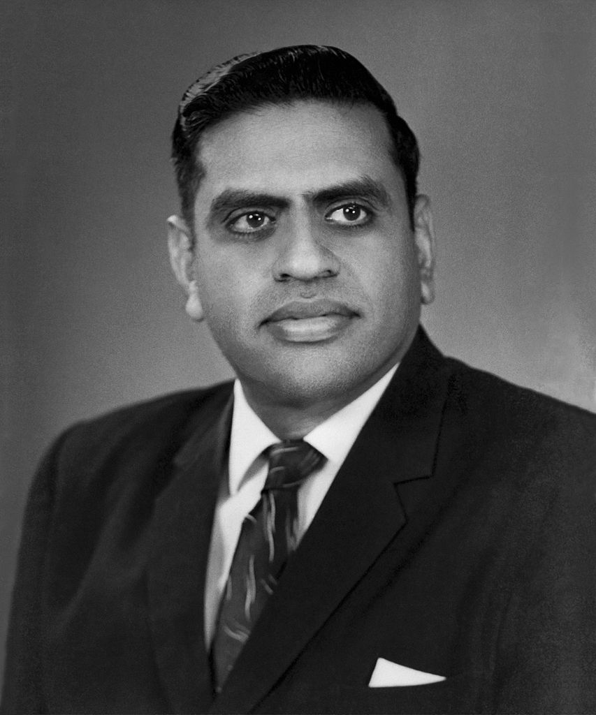 Picture taken in 1959 after his return from the Institute for Advanced Study in Princeton. Photo credit: Wikimedia Commons [Licensed under CC-BY-SA-3.0]