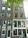 foto van Pand, bestaande uit een hoger opgetrokken voorgedeelte aan de Amstel en een langwerpig achterhuis langs de Bakkerstraat, waarin een eigen toegangsdeur met stoep
