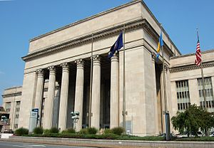 Amtrak30thStreetStationExterior2007 crop.jpg