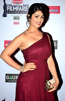 Anjana Sukhani at 59th Filmfare Awards.jpg