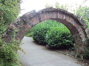 Grade II listed buildings in Chester (east) - Image: Archway, Grosvenor Park, Chester DSC08005