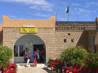 Djanet Inedbirene Airport - Image: Arrivée de laéroport de Djanet (Algérie)