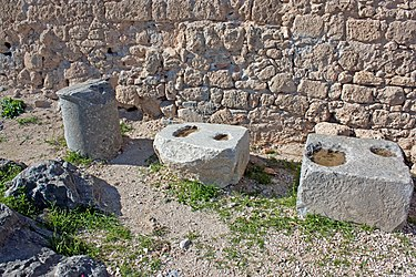 Artifacts in southwestern acropolis of Lindos 2010.jpg