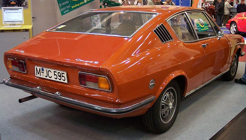 Une nouvelle venue 800px-Audi_100_Coupe_S_orange_hr_TCE