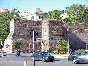 Aurelian Walls - Image: Aurelian wall near Pyramid of Caius Cestius