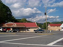 B^M Grocery of Quinwood, West Virginia - panoramio.jpg