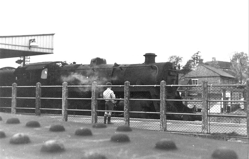 File:BR 4MT 2-6-0 76056 S&D platform, Templecombe 1965 (2) (10280384843).jpg