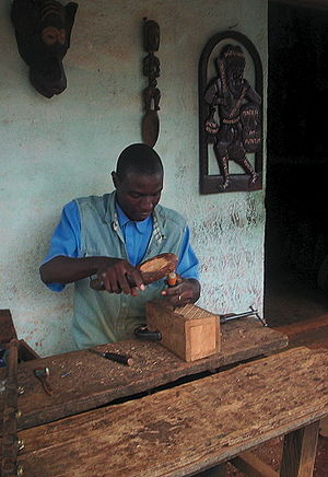 Bamum people - Bamum artisan at work in Foumban