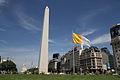 Bandera del Vaticano en el Obelisco (8556980087).jpg
