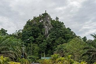 Agop Batu Tulug Caves - Image: Batu Putih Sabah Agop Batu Tulug 01