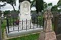 Bedd teuluol Lloyd George ym mynwent Cricieth - Lloyd George family grave in Criccieth cemetery - geograph.org.uk - 476659.jpg