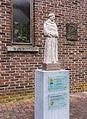 Beeld van minderbroeder bij Paterskerk in Rekem (deelgemeente) van Lanaken provincie Limburg in België 02.jpg