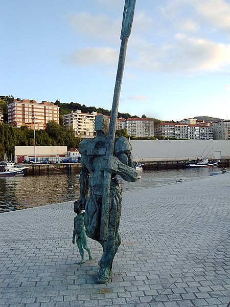 Archivo:Bermeo fisher sculpture.JPG