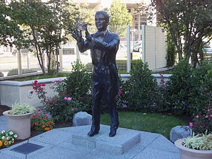 Bert Parks - A statue of Bert Parks in Atlantic City commemorates his association with the Miss America pageant.