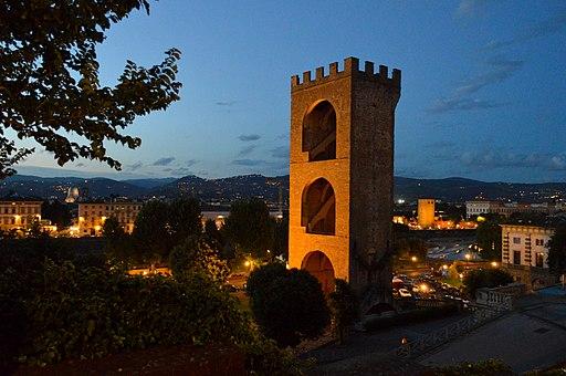 Piazzale Michelangelo, vista notturna dell'Oltrarno e della Torre San Niccolò