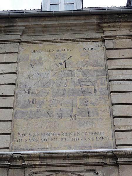 Blérancourt (Aisne) Hôtel de Fourcroy 09, cadran solaire