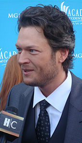 A color photo of Blake Shelton being interviewed in 2010.