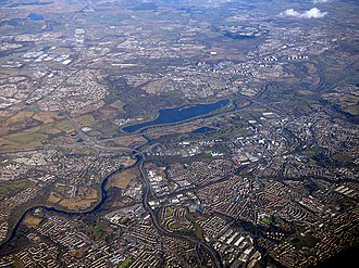 Strathclyde Country Park - Image: Blantyre and the River Clyde from the air (geograph 5716684)